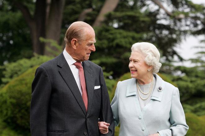 Nổi tiếng là hòa hợp, nhưng ít ai ngờ vợ chồng Nữ hoàng Anh từng đối chọi nhau vì cuộc hôn nhân của Công nương Diana-2