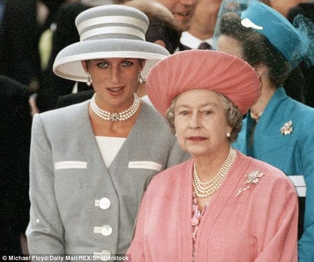 Nổi tiếng là hòa hợp, nhưng ít ai ngờ vợ chồng Nữ hoàng Anh từng đối chọi nhau vì cuộc hôn nhân của Công nương Diana-4