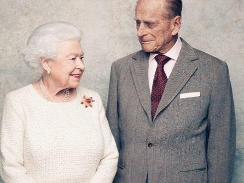 Kỷ niệm đám cưới bạch kim, Nữ hoàng Anh Elizabeth tung bộ ảnh chân dung tuyệt đẹp