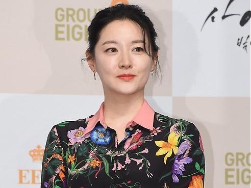 Sao Hàn: Nàng 'Dae Jang Geum' Lee Young Ae được khen ngợi nhờ công tác từ thiện