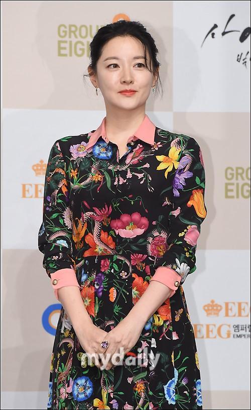 Sao Hàn: Nàng Dae Jang Geum Lee Young Ae được khen ngợi nhờ công tác từ thiện-1