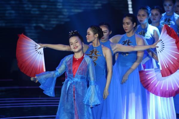 Ba giọng ca nhí giành vé trở lại Chung kết Giọng hát Việt nhí 2017-3