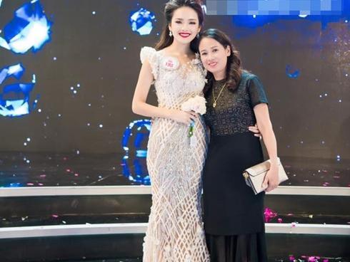 Cảm động trước lời chúc 20/11 của top 10 'Hoa hậu Việt Nam 2016' Trần Tố Như dành cho mẹ ruột
