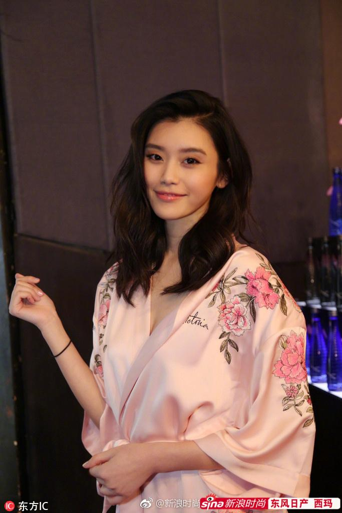 Cú vồ ếch lịch sử của show nội y Victorias Secret: Siêu mẫu xứ Trung ngã sấp mặt-6
