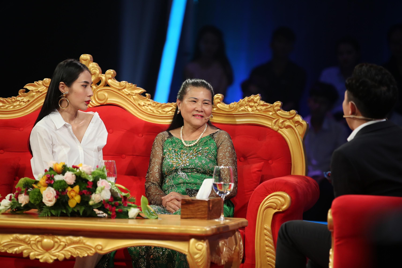 Thủy Tiên và Mẹ chồng tại chương trình Sau Ánh Hào Quang