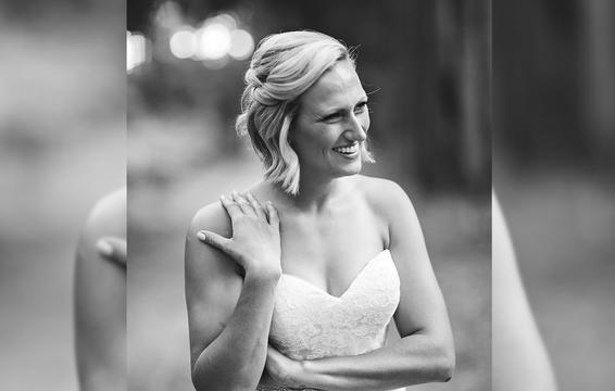 Câu chuyện đau lòng phía sau bộ ảnh cưới chỉ một mình cô dâu-6