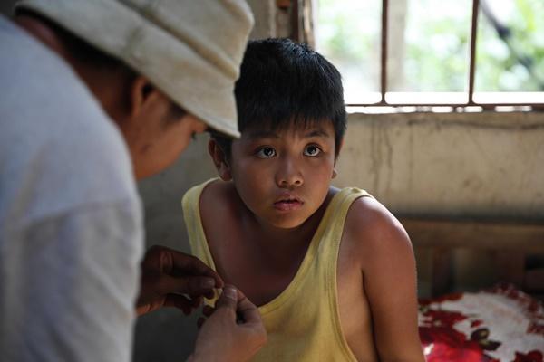 Ông bố nông dân Lương Mạnh Hải la hét hoảng loạn khi bị cua kẹp-3