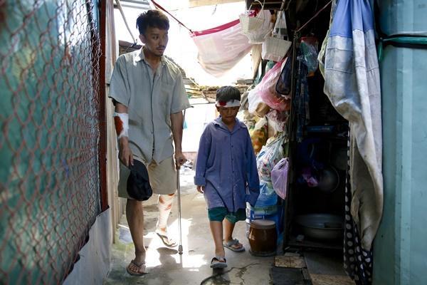 Ông bố nông dân Lương Mạnh Hải la hét hoảng loạn khi bị cua kẹp-7
