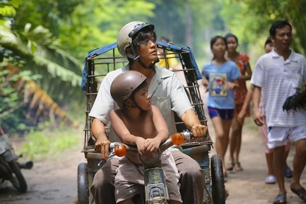 Ông bố nông dân Lương Mạnh Hải la hét hoảng loạn khi bị cua kẹp-10