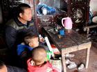 Vợ mất khi đang mang thai, ông bố Hưng Yên 'gà trống' gồng mình nuôi 8 con thơ