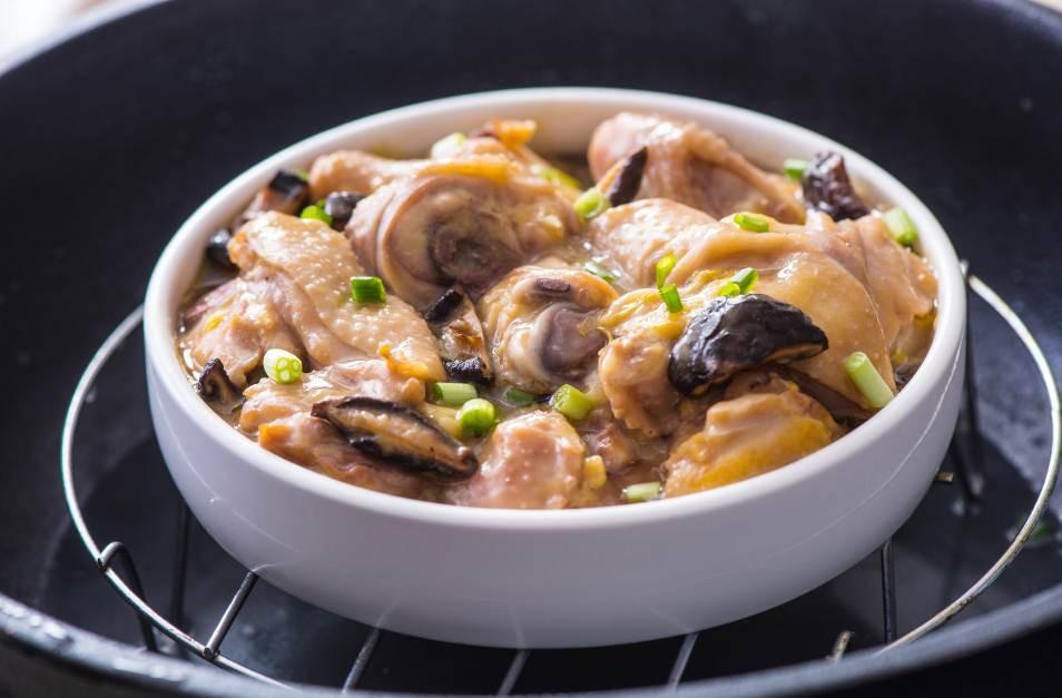 4 bước siêu nhanh có ngay gà hấp nấm thơm lừng cho bữa tối-4