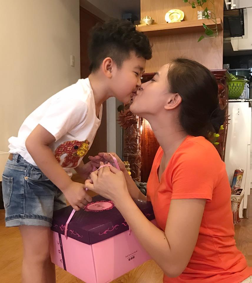 Tin sao Việt: Diễn viên Vân Trang rát mặt vì bị chồng ném thẳng cục tiền-3