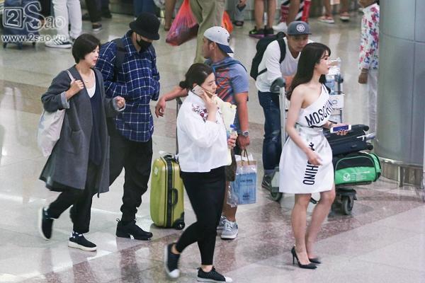 So Ji Sub mặc áo rộng thùng thình, che kín mặt, xuất hiện chớp nhoáng khi đến Việt Nam-3