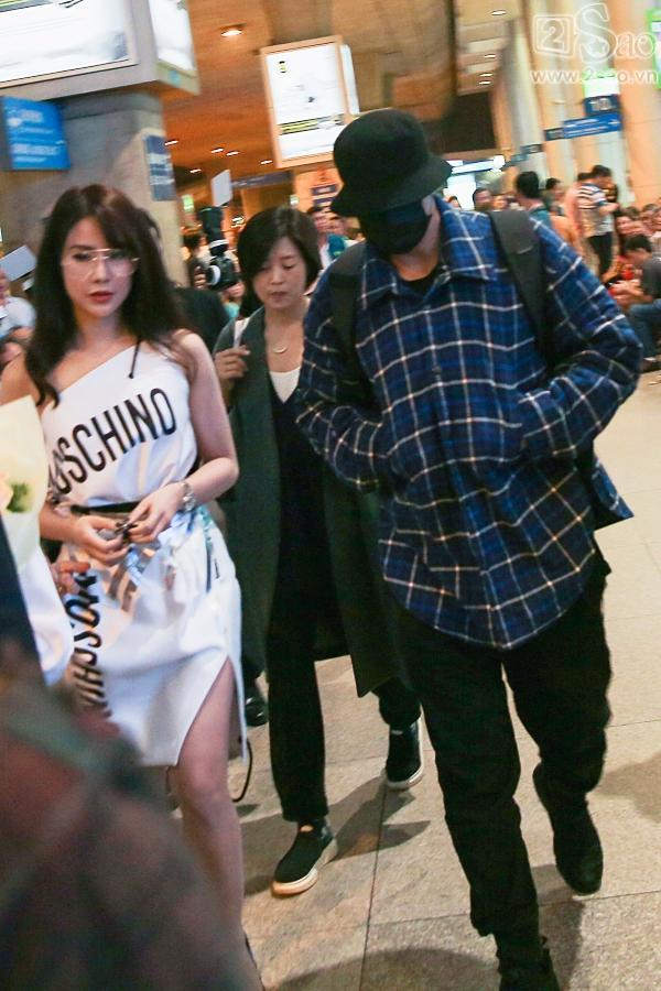 So Ji Sub mặc áo rộng thùng thình, che kín mặt, xuất hiện chớp nhoáng khi đến Việt Nam-4