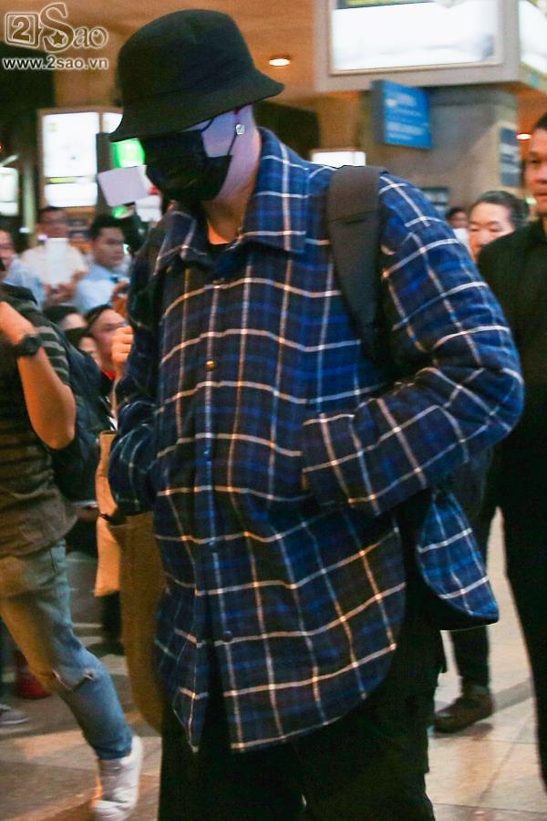 So Ji Sub mặc áo rộng thùng thình, che kín mặt, xuất hiện chớp nhoáng khi đến Việt Nam-6