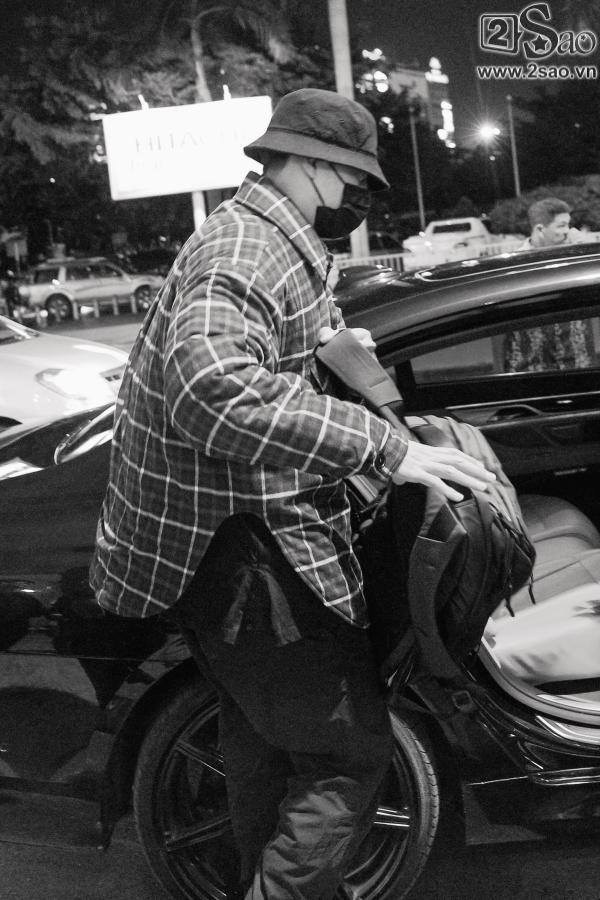 So Ji Sub mặc áo rộng thùng thình, che kín mặt, xuất hiện chớp nhoáng khi đến Việt Nam-7