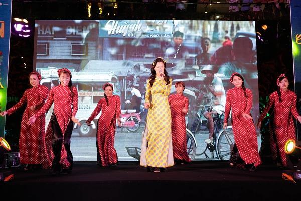 365 bất ngờ tái hợp diễn lại hit triệu view trong đại nhạc hội của Cô Ba Sài Gòn-5