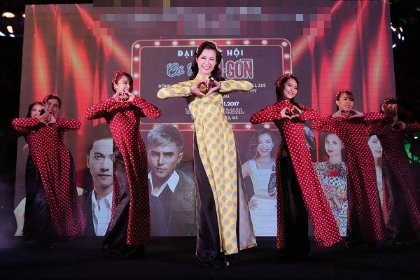365 bất ngờ tái hợp diễn lại hit triệu view trong đại nhạc hội của Cô Ba Sài Gòn-6