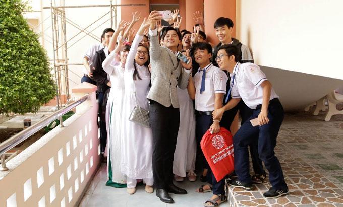 Hot girl - hot boy Việt 22/11: Hé lộ ảnh Châu Bùi cười quên trời đất thời nhất quỷ nhì ma-6