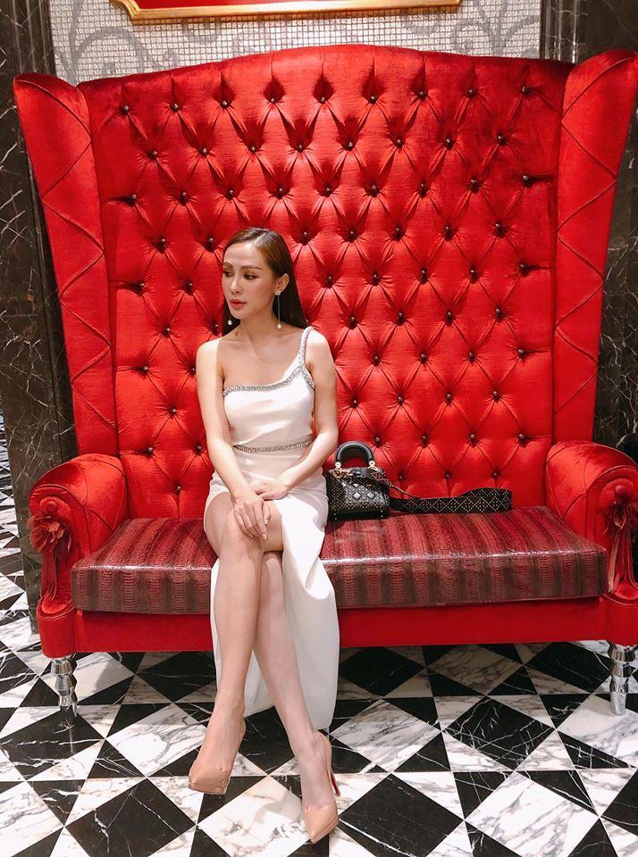 Hot girl - hot boy Việt 22/11: Hé lộ ảnh Châu Bùi cười quên trời đất thời nhất quỷ nhì ma-13