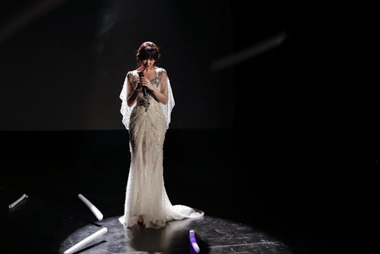 Hari Won bị khán giả quay lưng, ném chai lên sân khấu trong tập 4 của Thiên Ý-7