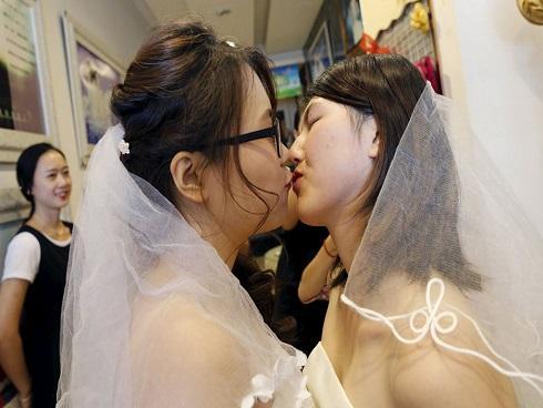 'Vỏ bọc' bất đắc dĩ của người đồng tính ở Trung Quốc