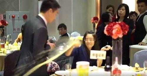 Bị phát hiện ăn chùa đám cưới, gái trẻ xấu hổ đập phá cả tiệc cưới-2