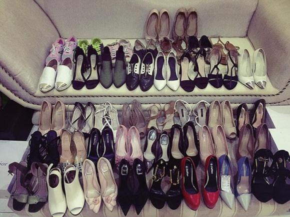 Đến lượt Phạm Hương khoe tủ giày hiệu gần 100 đôi hoành tráng-2