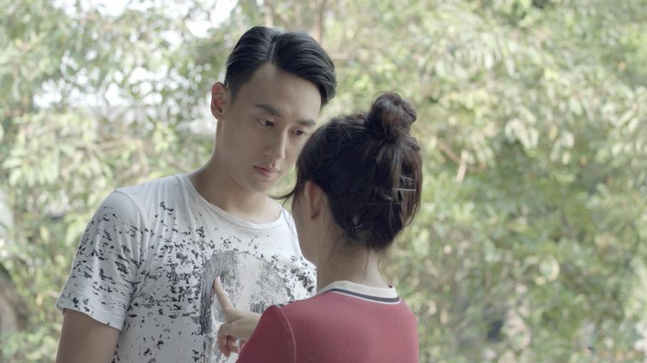 Glee: Chia tay Angela Phương Trinh chưa bao lâu, Rocker Nguyễn đã hôn Cindy V-3