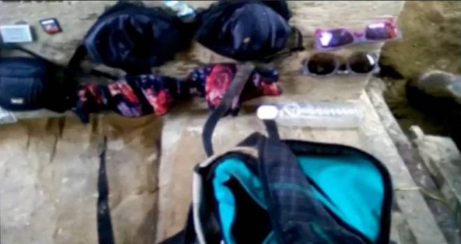 Chuyến thám hiểm định mệnh của hai cô gái trẻ và manh mối rợn người tìm được từ di vật họ để lại-5
