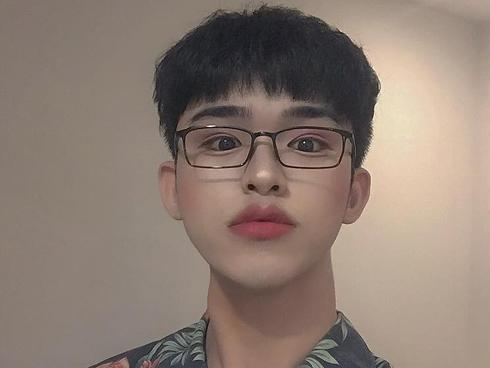 Cậu bạn Đà Nẵng nghiện trang điểm giống Ulzzang, bị 'ném đá' khi so mình với Lee Daehwi (Wanna One)