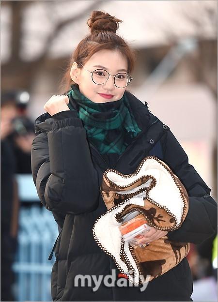 Loạt sao Hàn dự thi đại học: Tiểu Jeon Ji Hyun nổi bật với nhan sắc xinh đẹp-2