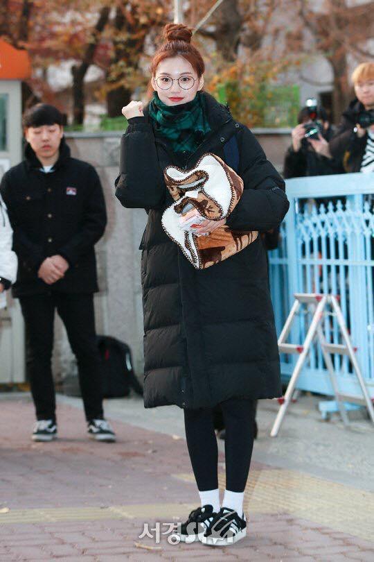 Loạt sao Hàn dự thi đại học: Tiểu Jeon Ji Hyun nổi bật với nhan sắc xinh đẹp-3