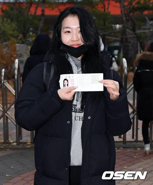 Loạt sao Hàn dự thi đại học: Tiểu Jeon Ji Hyun nổi bật với nhan sắc xinh đẹp-10