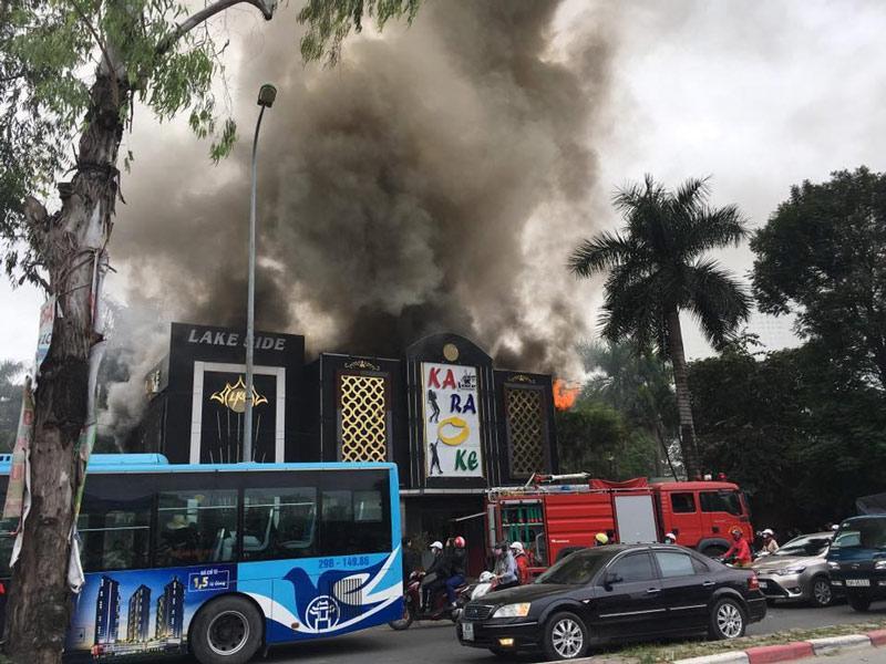 Hà Nội: Cháy lớn quán karaoke ở Linh Đàm-1