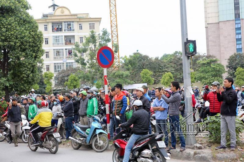 Hà Nội: Cháy lớn quán karaoke ở Linh Đàm-2