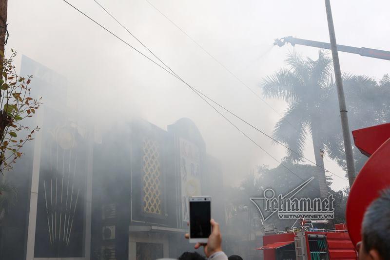 Hà Nội: Cháy lớn quán karaoke ở Linh Đàm-3