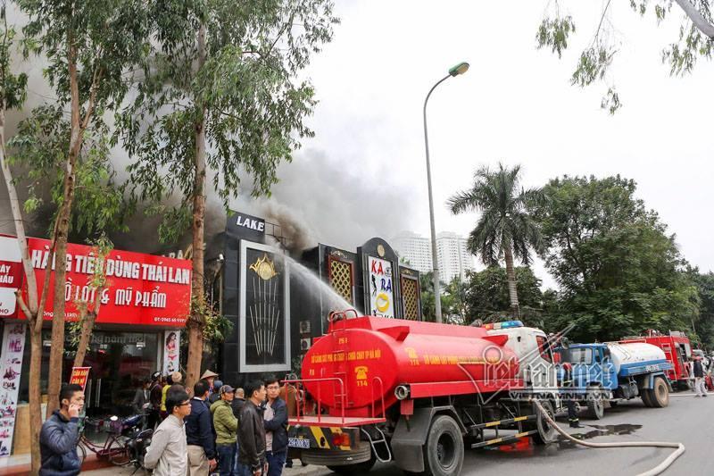 Hà Nội: Cháy lớn quán karaoke ở Linh Đàm-4