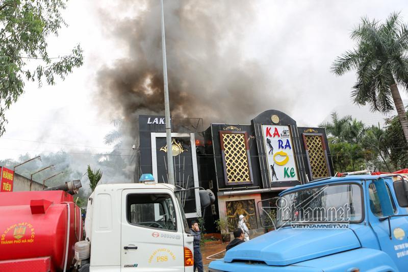 Hà Nội: Cháy lớn quán karaoke ở Linh Đàm-7