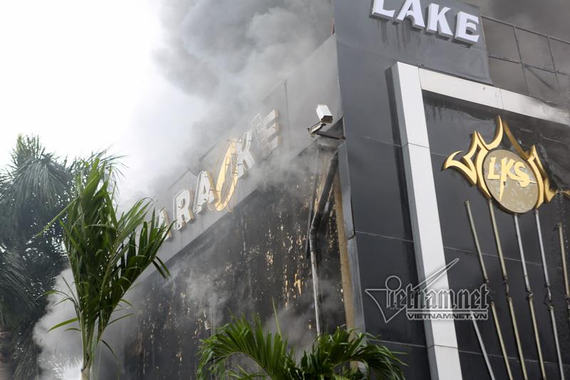 Hà Nội: Cháy lớn quán karaoke ở Linh Đàm-8