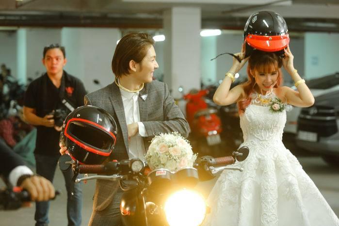 Video: Khởi My cười phớ lớ như được mùa khi Kelvin rước dâu bằng motor khủng trên xa lộ-3