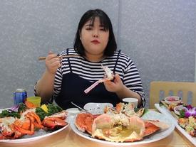 'Đánh bay' 10 triệu tiền hải sản với thánh ăn nổi tiếng nhất Hàn Quốc