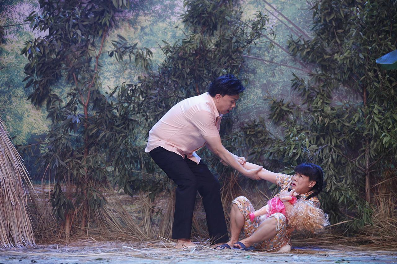 Sau Thủy Tiên, Việt Hương gây ám ảnh khi tái hiện màn gào thét vì bị lạm dụng tình dục-1