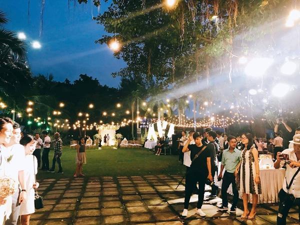 Cô dâu Khởi My hôn chú rể Kelvin Khánh say đắm trong đám cưới-2