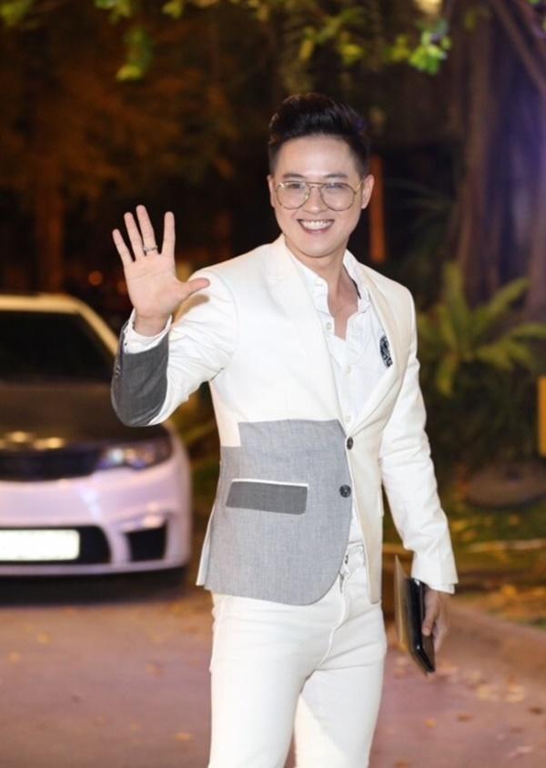 Cô dâu Khởi My hôn chú rể Kelvin Khánh say đắm trong đám cưới-6