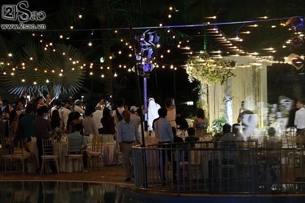 Cô dâu Khởi My hôn chú rể Kelvin Khánh say đắm trong đám cưới-1
