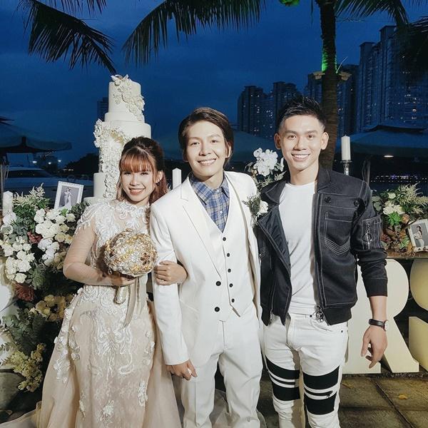 Cô dâu Khởi My hôn chú rể Kelvin Khánh say đắm trong đám cưới-7