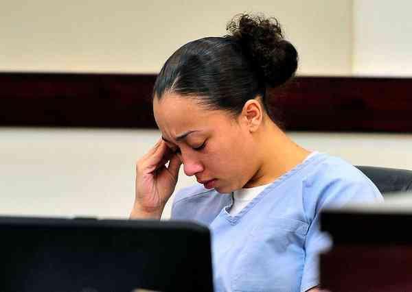 Lý do đồng loạt sao lớn nổi giận, đòi tự do cho một nữ phạm nhân đang thụ án tù chung thân vì giết người-5