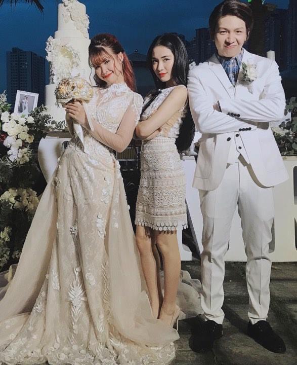 Ai là mỹ nhân diện váy cưới xuất sắc nhất trong đám cưới tháng 10 cổ tích?-4