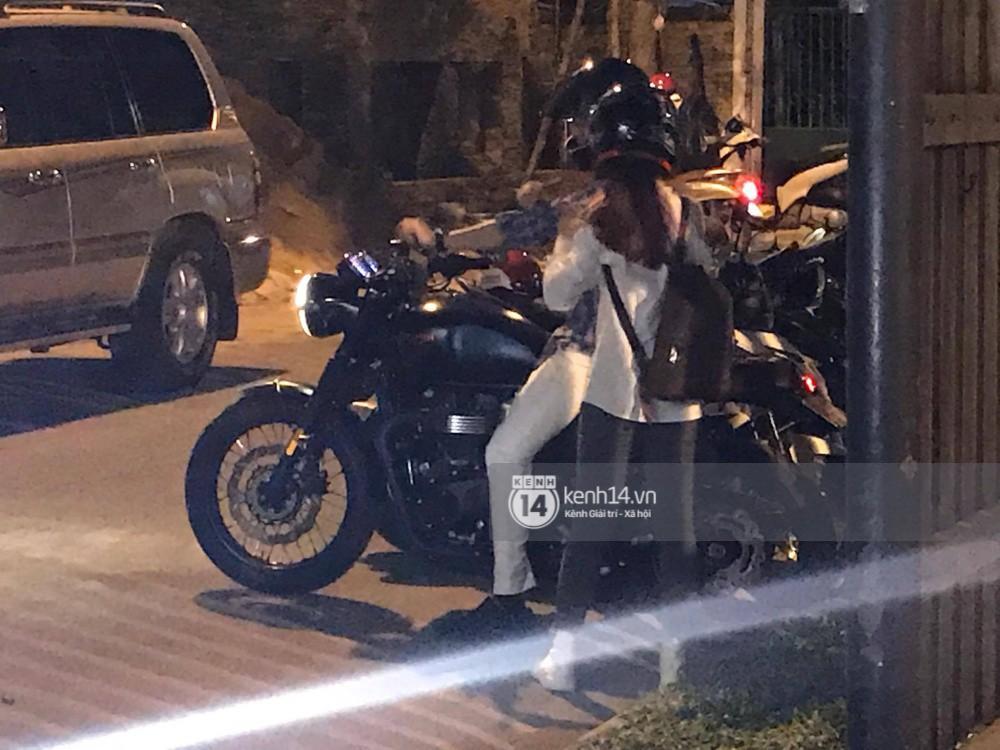Clip: Kết thúc đám cưới, vợ chồng Khởi My - Kelvin Khánh cưỡi mô tô về nhà, ôm lấy nhau không rời-2